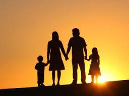 Vycházející slunce za rodinou