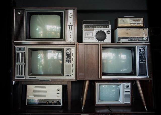 Černobílé televize a radia