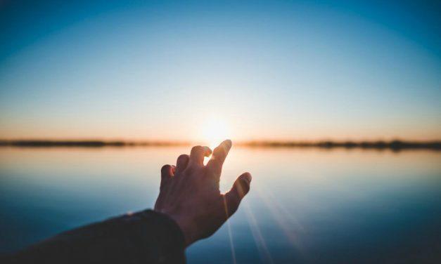 Když natahujete ruku po svátosti, natahujete se po Spasiteli