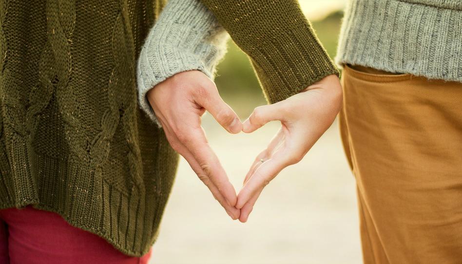 par ktery rukami vytvari srdce neexistuje jedina a prava laska